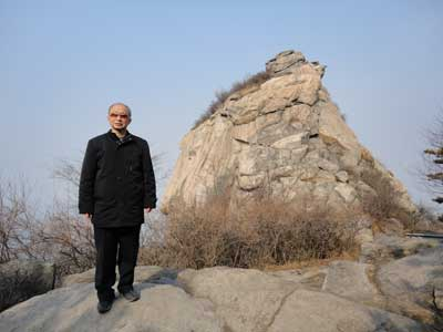 徐敬宾在河南信阳鸡公山上留影