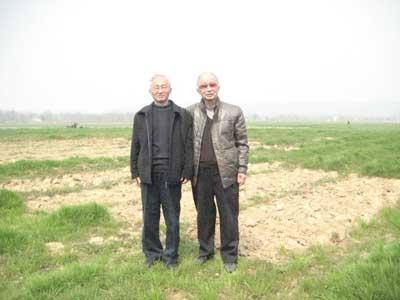兄弟俩(左为弟弟徐际宏,右为哥哥徐敬宾)